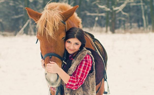 Скидка на Скидка 50% на катание на лошади, урок верховой езды или экскурсию «Знакомство с лошадью» в школе верховой езды «Гармония»