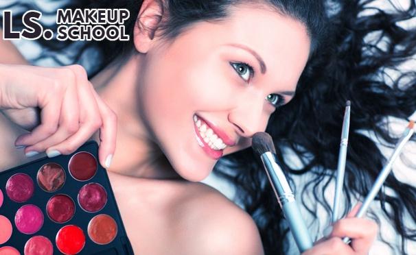 Скидка на Мастер-класс «Техника макияжа глаз теория + практика», экспресс-курс «Техника повседневного макияжа и подбор индивидуального образа» и базовый курс «Мастер визажа» в «Школе макияжа». Скидка до 65%