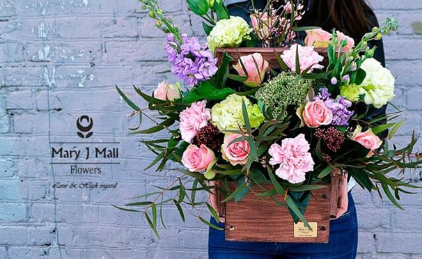 Скидка на Букеты цветов от компании Mary J Mall Flowers: дизайнерские, летние, в деревянных ящиках. Скидка до 55%